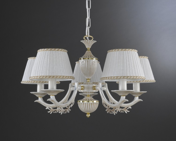 Image of: Modern Chandelier With Lamp Shades