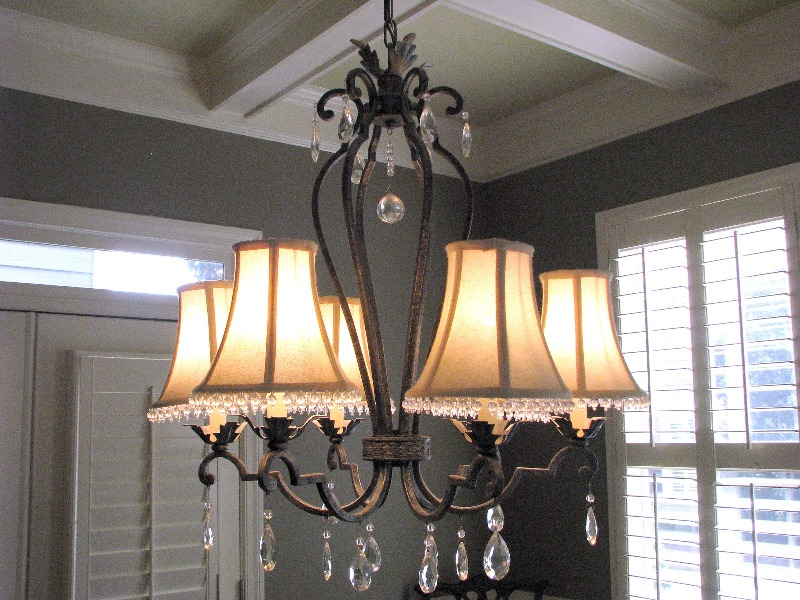 Image of: Dining Room Chandelier With Shades