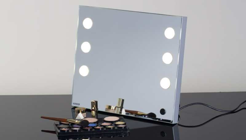 Image of: Portable Vanity Mirrors With Lights