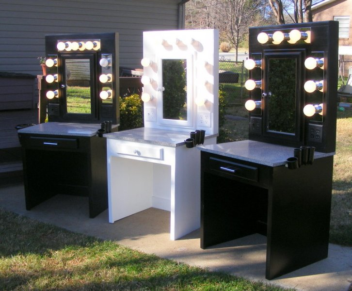 Image of: Vanity Desks With Mirrors And Lights