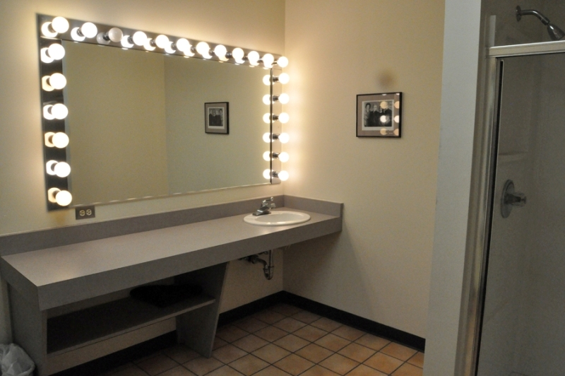 Image of: Vanity Makeup Mirrors With Lights