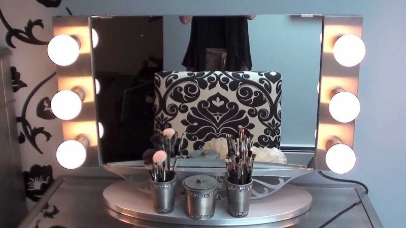 Image of: Vanity Mirrors With Lights Hollywood