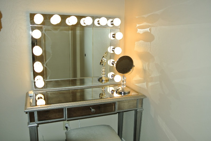 Image of: Vanity Mirrors With Lights Makeup