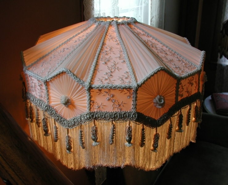 Picture of: Victorian Lamp Shades For Floor Lamps