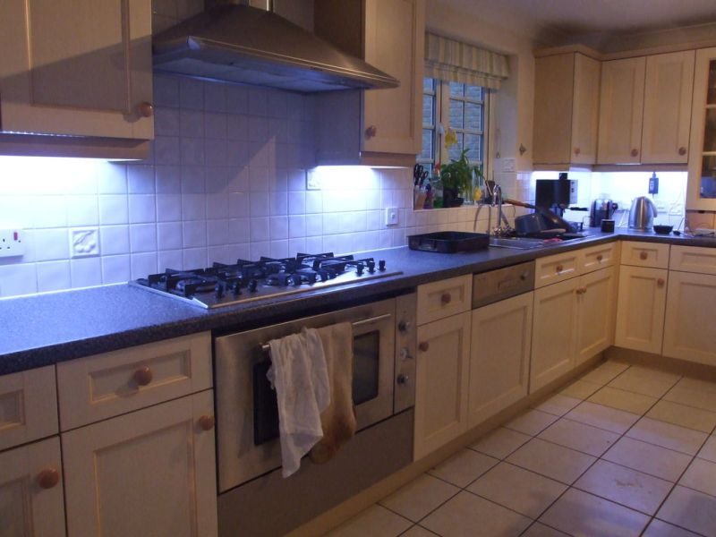 Picture of: Best Led Under Cabinet Lighting