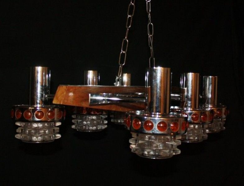 Picture of: Chandelier With Clear Glass Shades