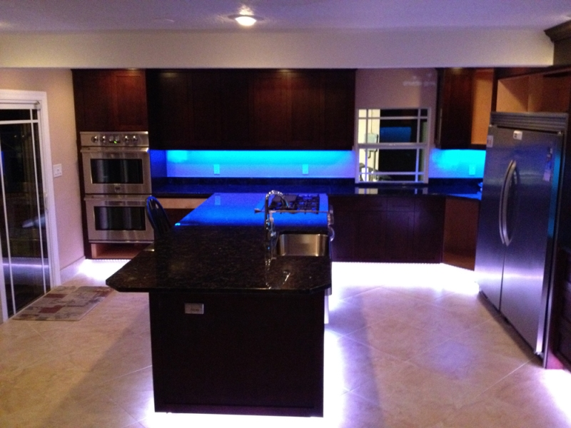 Picture of: Led Under Cabinet Lighting Battery