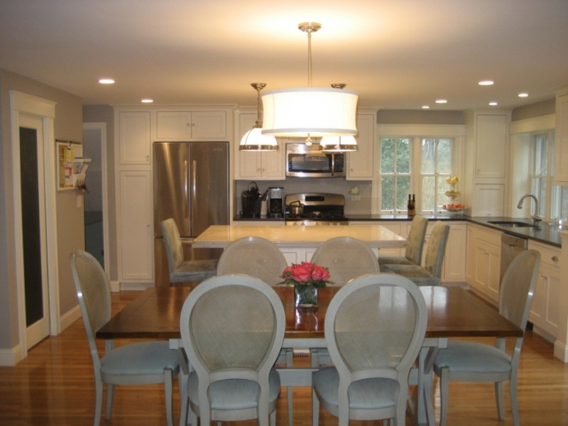 Image of: Light Fixture Over Kitchen Table