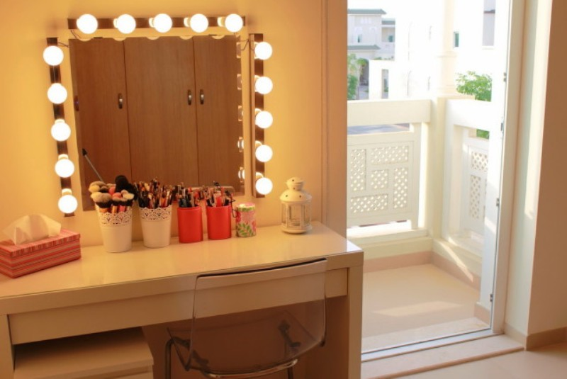 Vanity Table Mirror With Lights