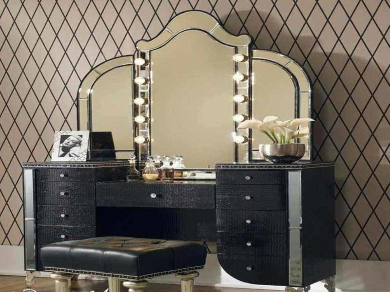 Vanity Table Set With Lights