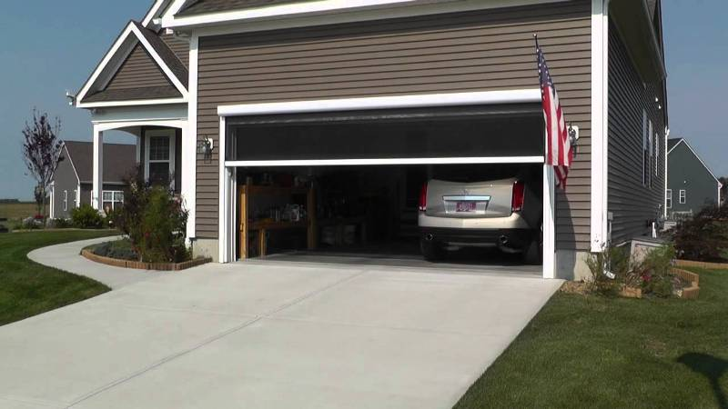 Image of: Garage Door Screen Retractable Panels
