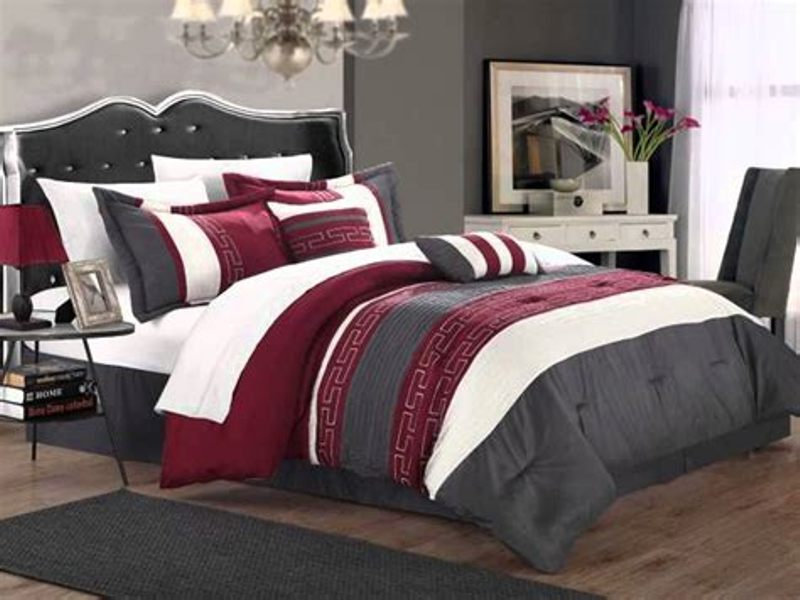 Image of: King Size Bed And Mattress Sets