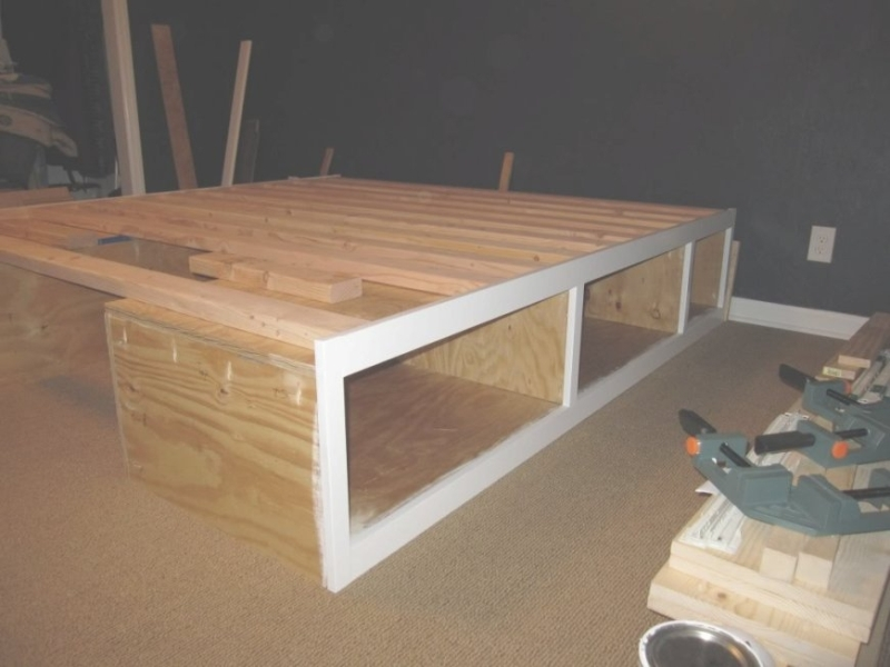 Image of: King Size Bed With Drawers Plans