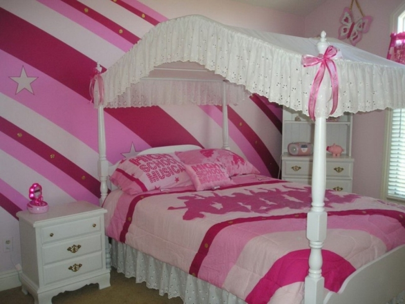 Picture of: Little Girl Canopy Bed Ideas