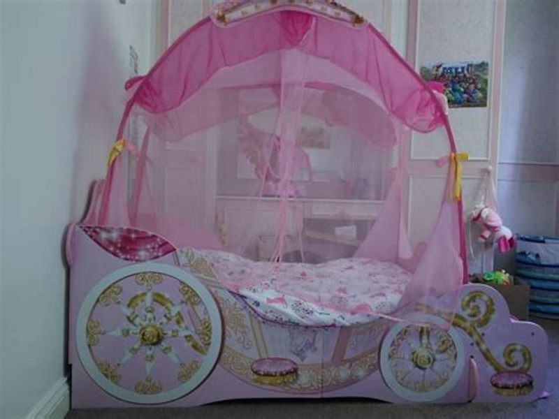 Image of: Toddler Bed With Canopy