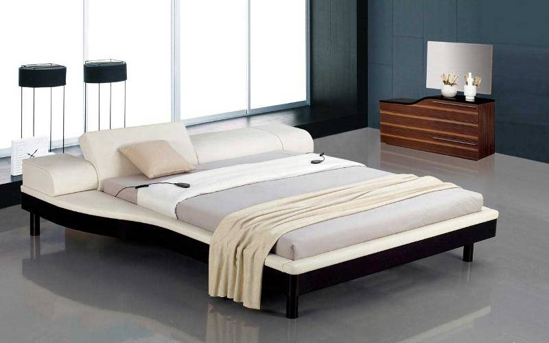 Image of: White Nice King Size Bed Design