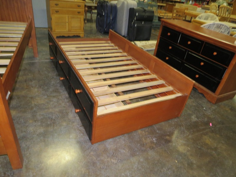 Image of: Best Trundle Bed With Drawers