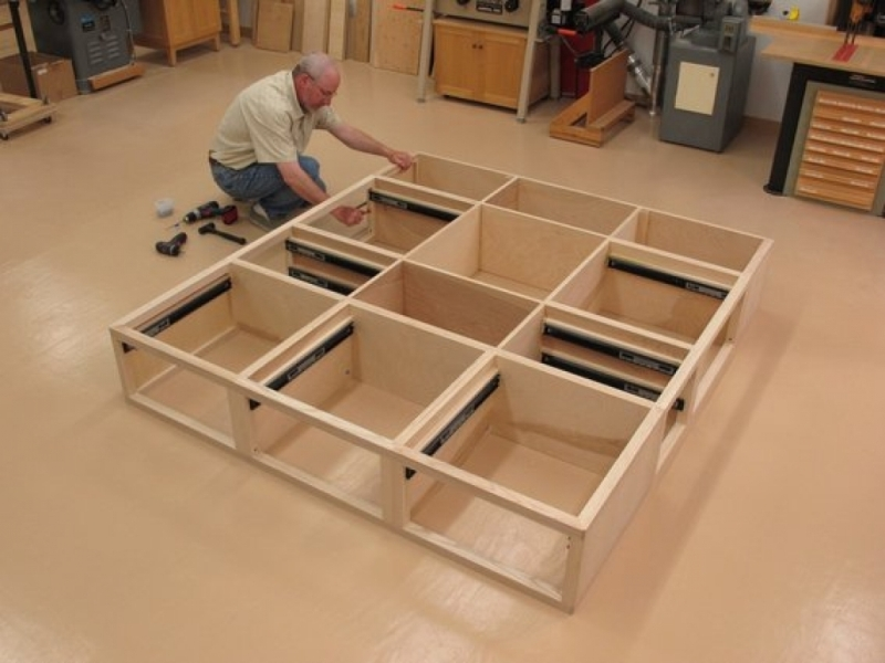 Picture of: Queen Size Bed Frame With Drawers Plans