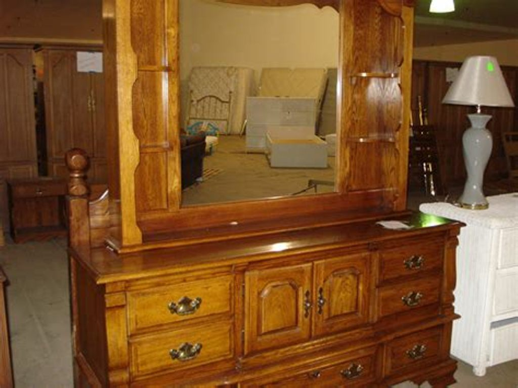 Image of: Affordable Dressers With Mirror