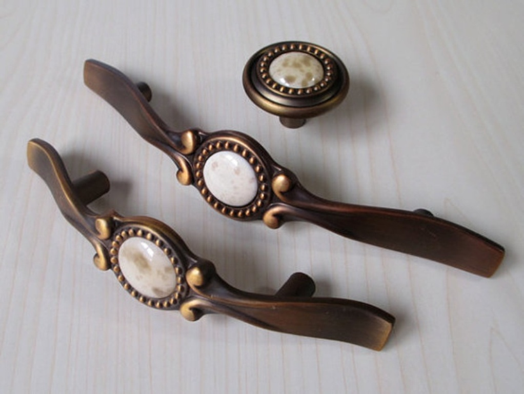 Image of: Antique Brass Drawer Pulls