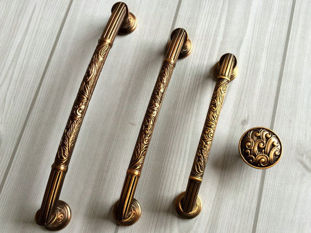 Image of: Antique Brass Dresser Pulls