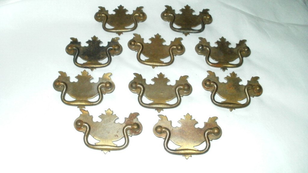Image of: Antique Dresser Drawer Pulls