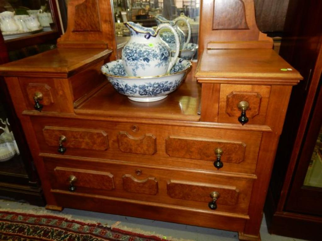 Image of: Antique Dressers With Keyholes