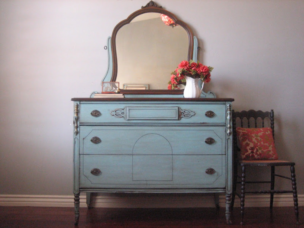 Image of: Antique Dressers With Mirror