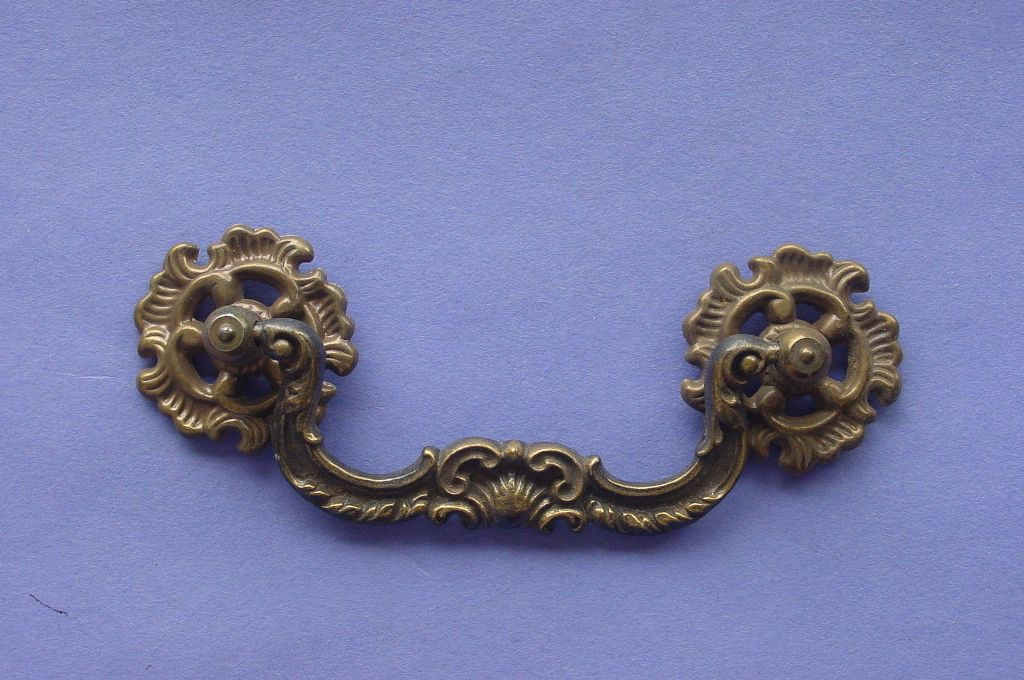 Picture of: Antique Pulls For Dresser Drawer