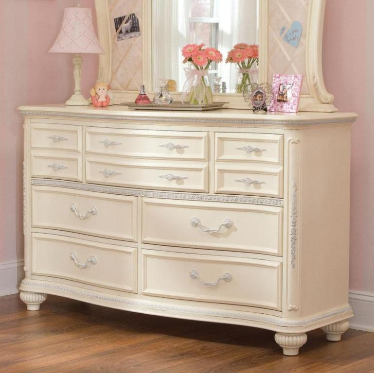 Image of: Antique White Dresser Bedroom Furniture Designs