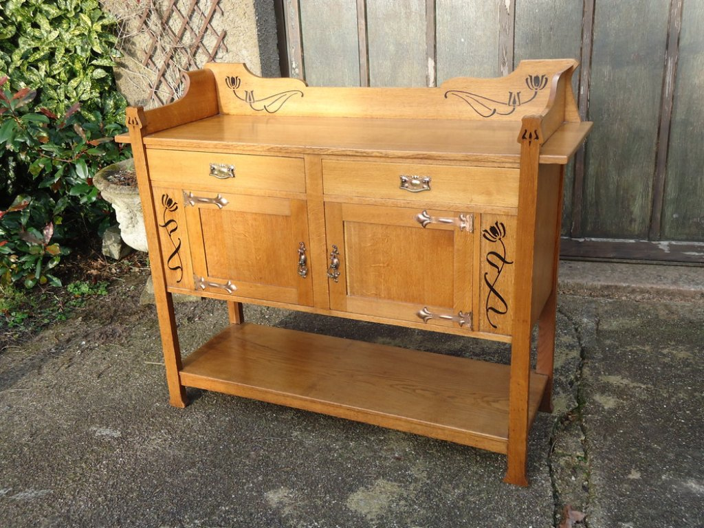 Picture of: Arts And Crafts Oak Dresser