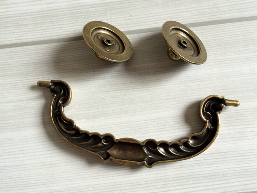 Picture of: Bail Pull Dresser Handles