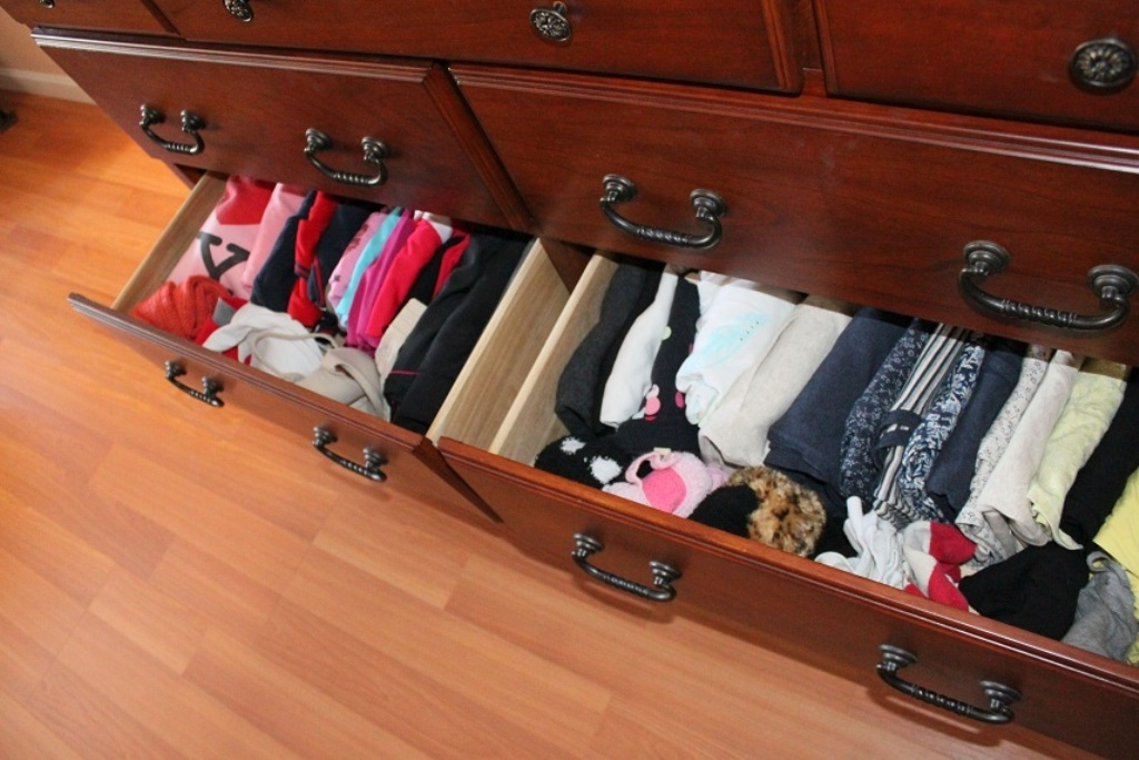 Image of: Bedroom Dresser Drawer Organizer