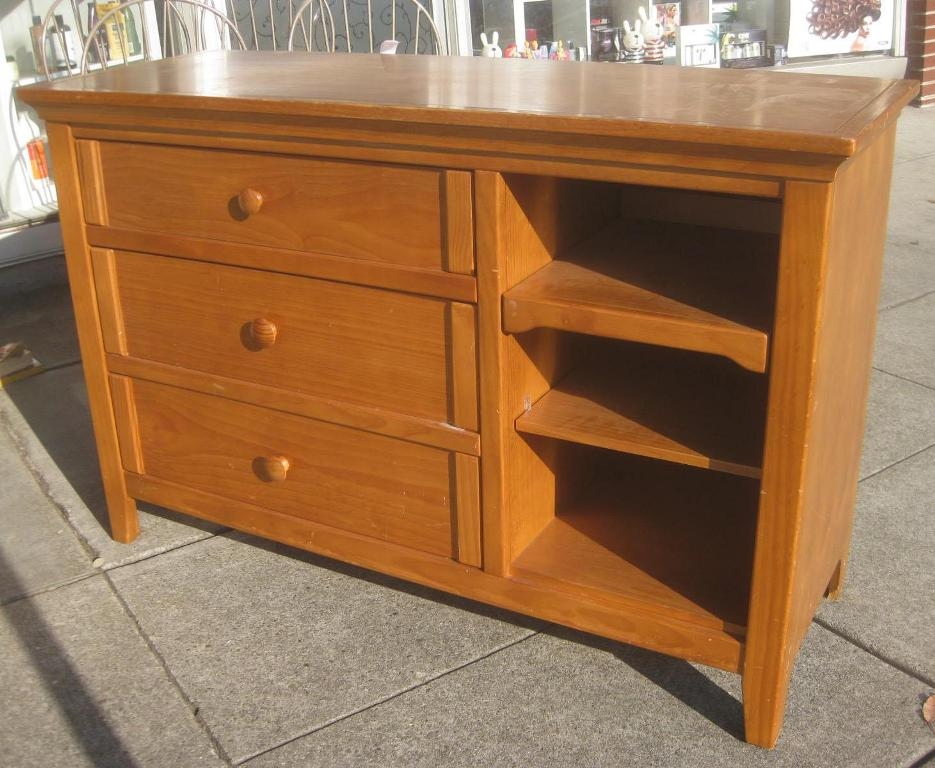 Image of: Best Dresser Changing Table Combo