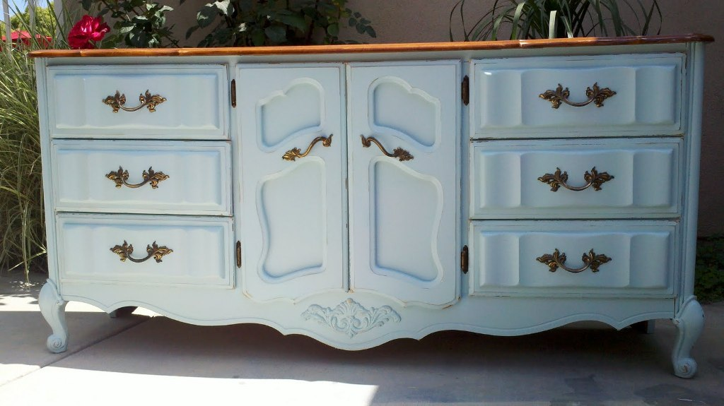 Image of: Blue Distressed Dresser