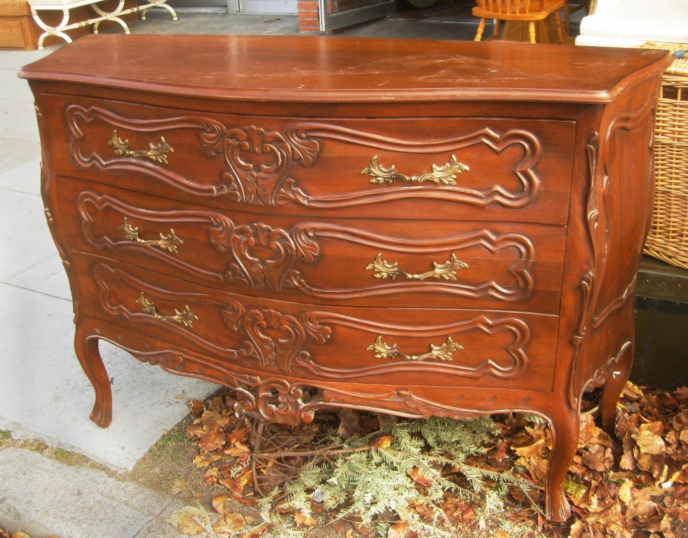Image of: Bombay Dressers Chests