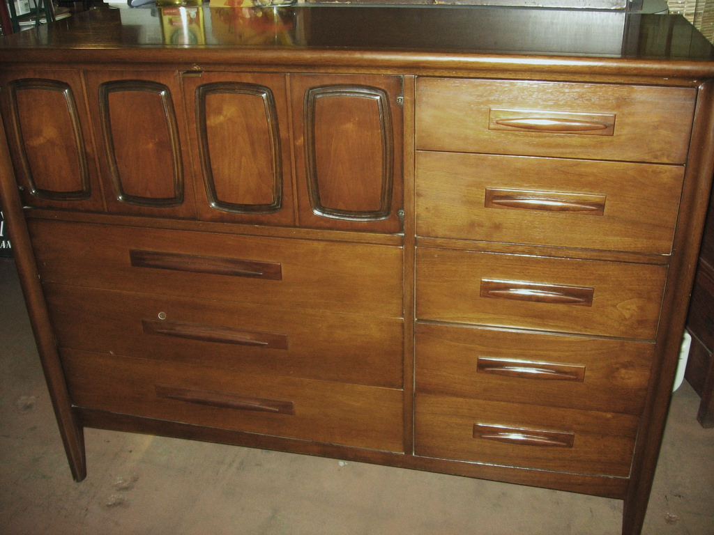 Picture of: Broyhill Premier Dresser