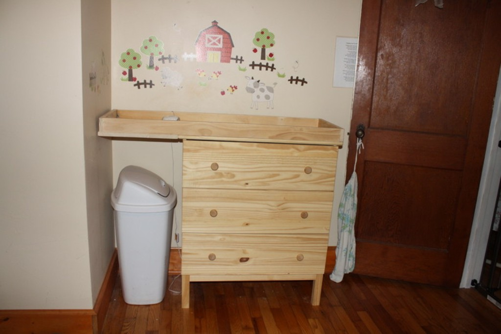 Image of: Best Changing Table Dresser Ikea
