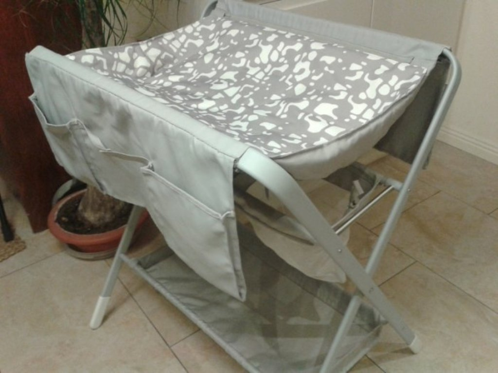 Image of: Collapsible Changing Table