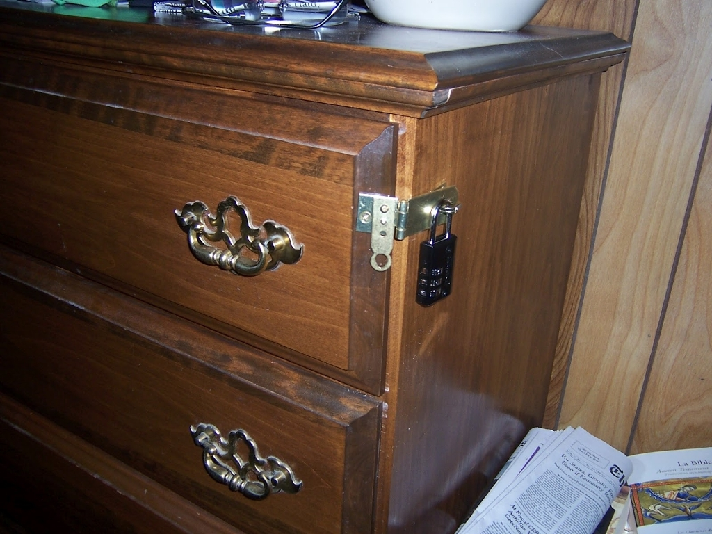 Image of: Drawer Chest With Lock