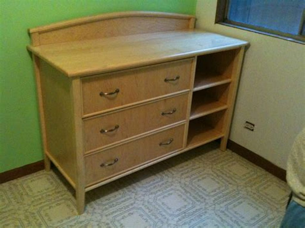 Picture of: Dresser With Changing Table Top