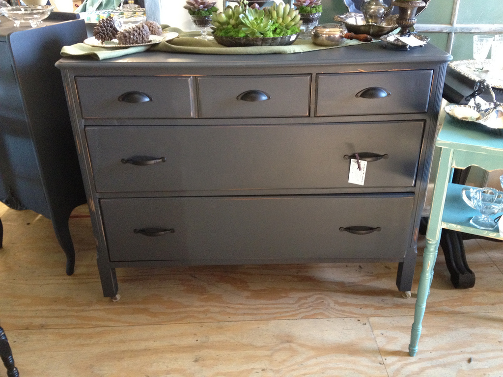 Image of: Grey Distressed Dresser Ideas