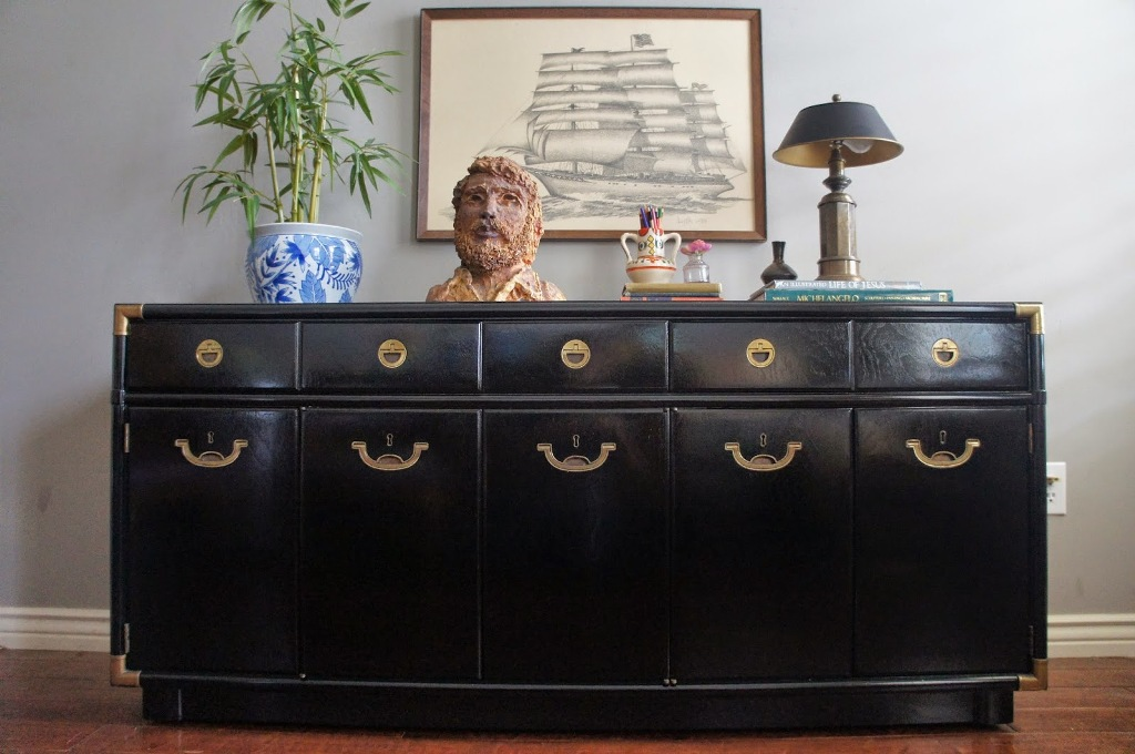 Image of: High Gloss Lacquer Dresser
