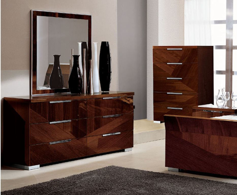Image of: Ideas Dresser And Mirror Set