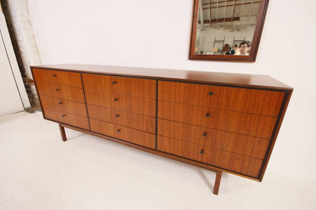 Image of: Large 12 Drawer Dresser