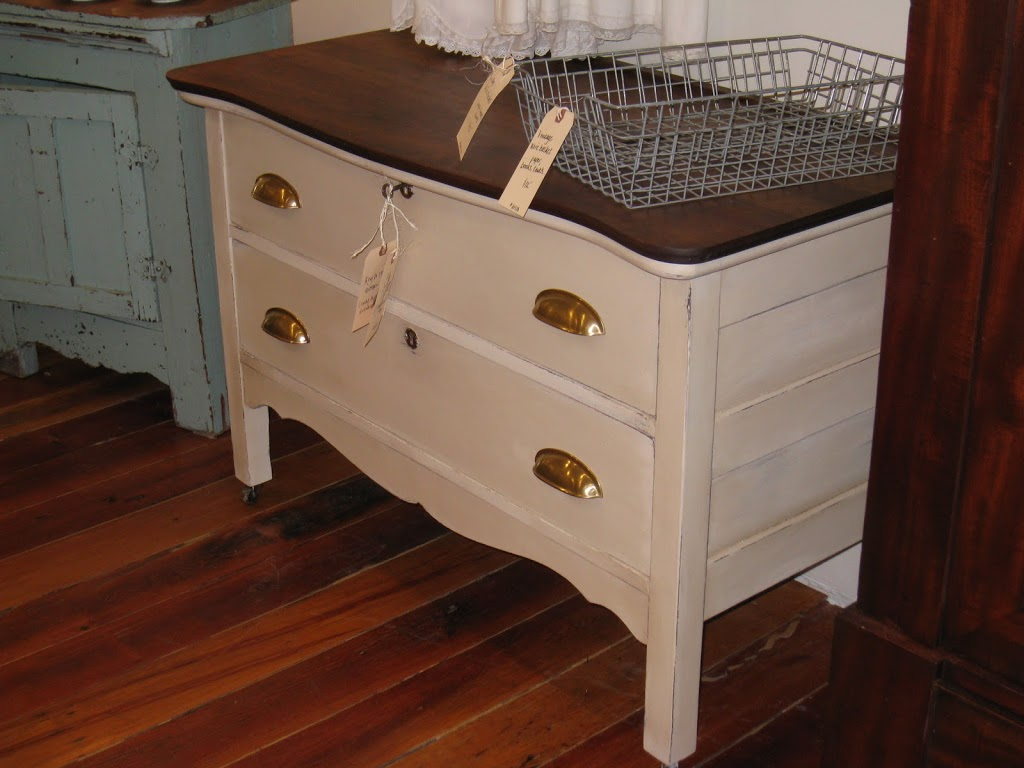 Image of: Lockable Dresser Drawers