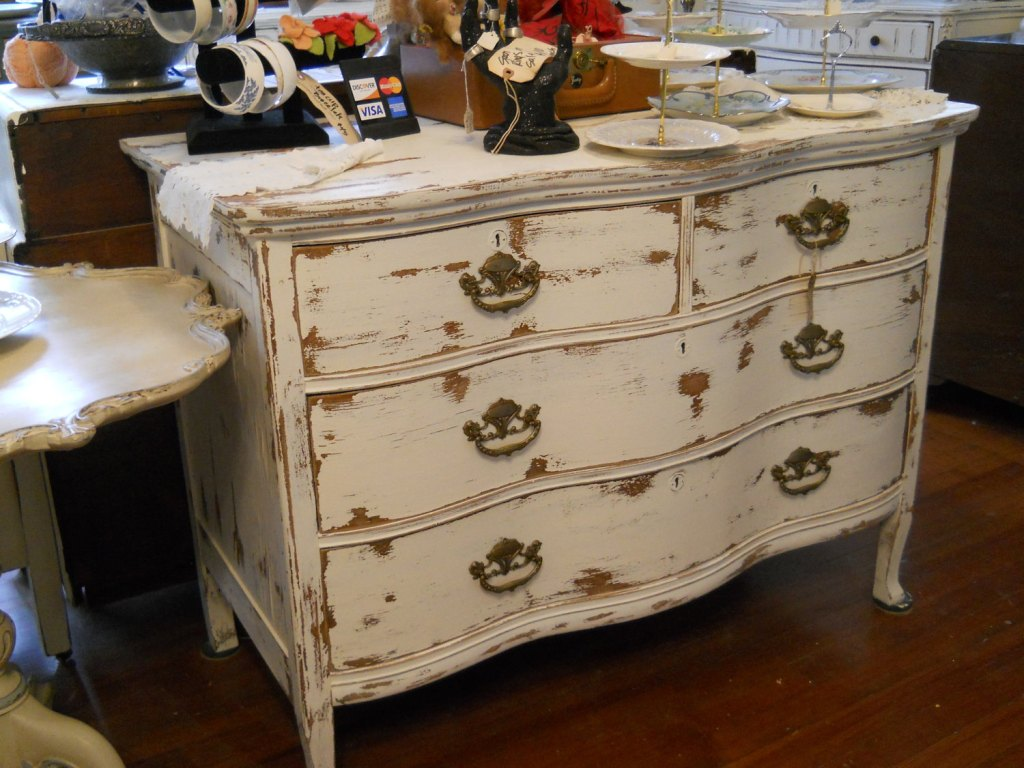Image of: Old Distressed Dressers