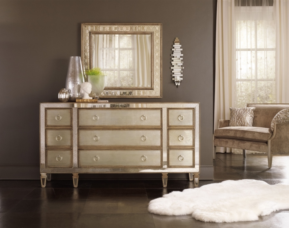 Image of: Small Dresser With Mirror