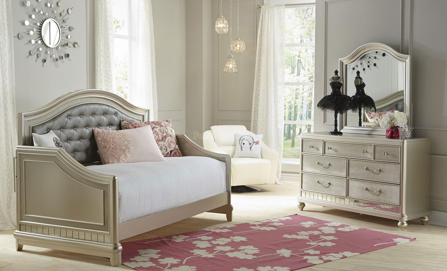 Image of: Awesome Diva Bedroom Set