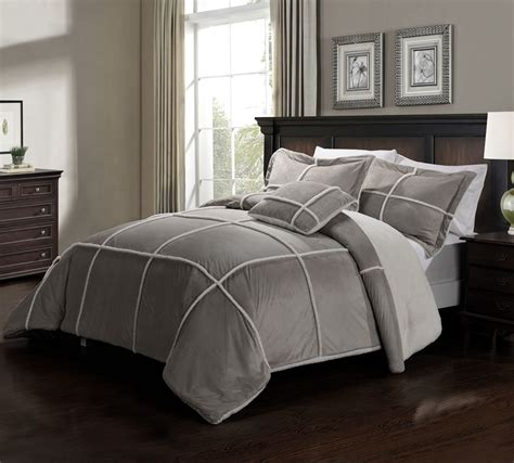 Image of: Awesome Grey Comforter Sets King